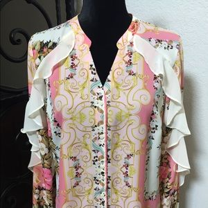 Blouse with flair from shoulder to sleeve